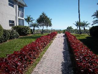 EAST END-SANIBEL ARMS WEST 1ST FL CONDO-LOCATION!