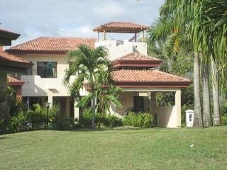 TROPICAL RETREAtGated Community-steps to the water