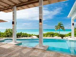 5-Bdrm villa right on sandy beach, fab pool&views!