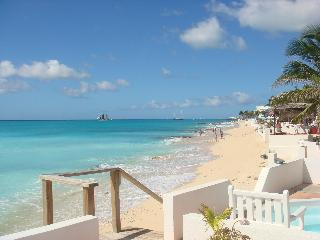 3 bdrm 3 bath Villa on the beach in st. maarten
