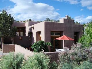 Santa Fe Retreat with Expansive Views