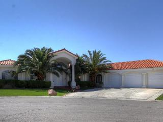 South Strip Villa - 1/2 Acre, Pool, RV Parking