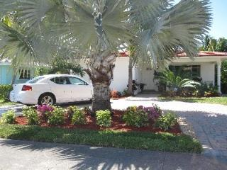 Near Beach Resort Home on Historic Hollywood Lakes 3 Bedroom 2 Bathroom