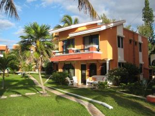 Beach Front 5 Bedroom Villa- 5 minute walk to town