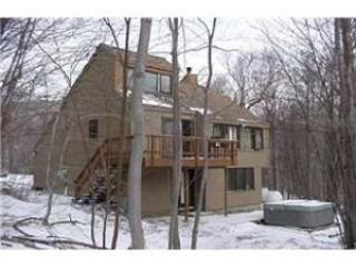 3 Bedroom with Loft Private Home (sleeps 10) A Great Escape! Ski On/Ski Off, Outdoor Hot Tub, WiFi, Foosball Table, Wood Burning Fireplace