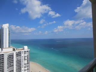 Luxury Oceanfront/High floor/Sleeps 6/Large Condo