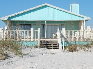 'Rolf's Retreat' Beachfront 4 Bd Cottage