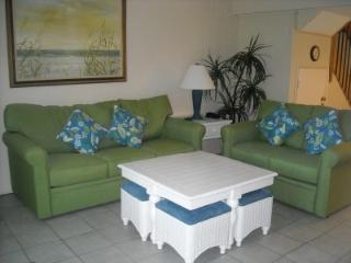 2BR/2BA Oceanside Villa/Just Steps To Beach