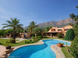 Luxury 5 bedroom villa +pool