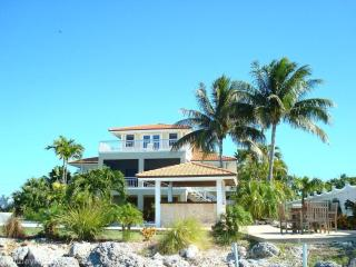 Exquisite 3BR Home -Shark Key