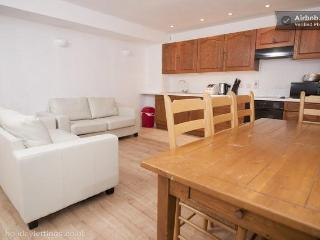 Queen Sq Patio Flat - Sleeps10