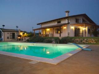 Apt in villa with swimming pool  Marina di Ragusa