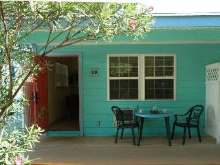Lovely private Studio, close to beach--Sleeps 3
