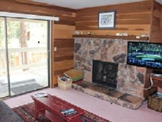 Family getaway condo, walk to Lake Tahoe