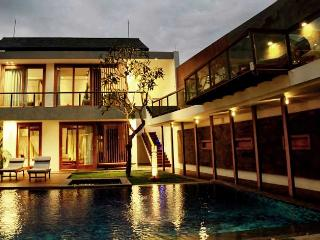 Villa De Jiwa, 4 bedroom Luxury villa in Seminyak