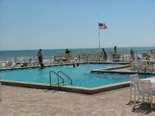 ***1 BR OCEANFRONT CONDO COMPLEX .... SLEEPS 4 ***