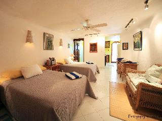 Beachfront Casita with Pool, AC - Quiet/Affordable