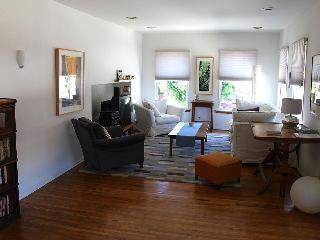 Sunny, Spacious, Private Apartment in Silver Lake