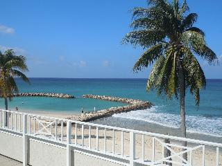 3 Bed Condo with Huge Patio on Seven Mile Beach