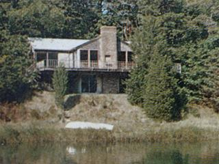 Waterfront house with dock, accesses Pleasant Bay
