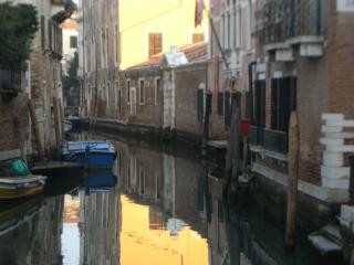 Apartment Canal