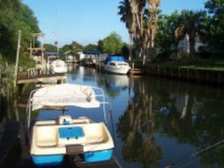 Canal Front Cottage with Docks, Walk to Beach!
