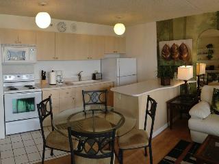 Waikiki Banyan - 1Br Condo - 2 blocks from beach