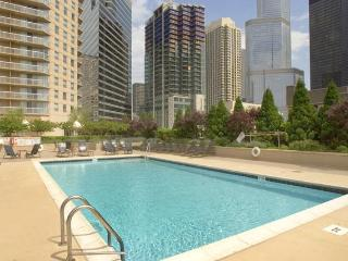 Magnificent Mile! Walk Everywhere! Shopping! Pools