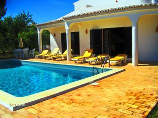 Likeime - 4 Bedrooms Villa w/ pool in Boliqueime