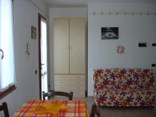 APARTMENT FOR 4 PEOPLE WITH LARGE PRIVATE GARDEN AND PARKING