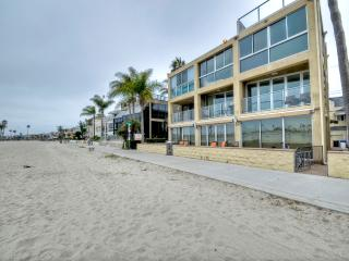 Beachfront Property, Gorgeous Views, Close to All