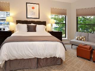 DuPont Place 7: LOCATION! Metro, kitchenette, prkg