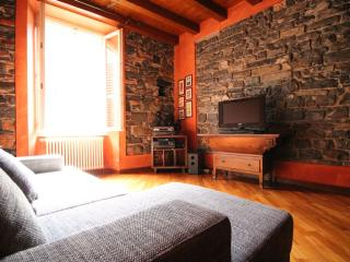 Battistero Como Central Sleeps 4