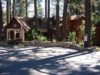 Big Bear Lake's Cozy Hollow Lodge