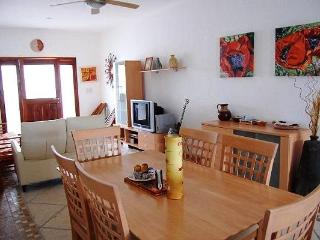 2BR, Few Blocks to the beach, Internet, Pool, Downtown!