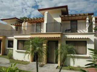 Walk to beach 2 bedroom 2.5 bath condo in Coco
