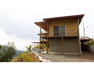 Mountain Home for 4 to 14 persons in waterfall park