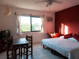 King size bed + Kitchen in Downtown Playa  redroom