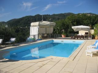 VILLA WITH POOL NEAR 5 TERRE