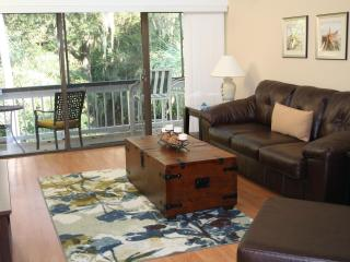 Walk to Beach from Treetops! Updated/Spacious, 3 Pools/Tennis Court