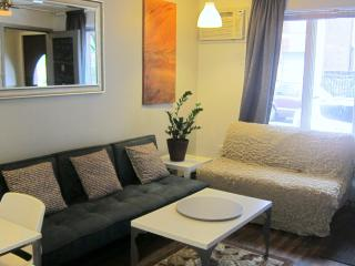 Last Min December Special! Hip N. Williamsburg Garden Apt Apt-5 mins to City