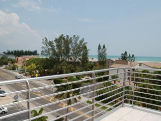 439 Beach Rd. 4 Story Luxury Gulf-Front Siesta Key Rental