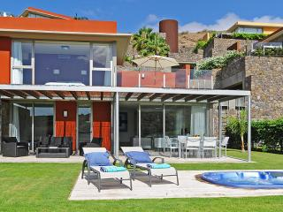 Holiday villa with jacuzzi in the Salobre Golf Resort