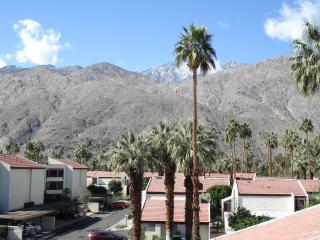 2 bedroom modern townhouse in Palm Springs