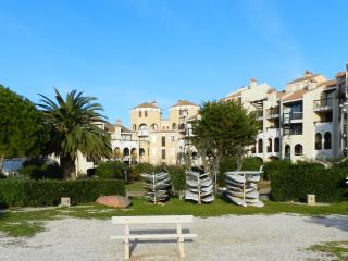 Residential flat 4 people on the island of COUDALERE, lake view and canigou