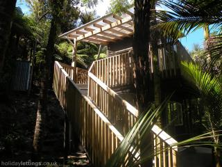 Piha Beach River Retreat
