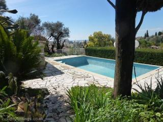 Family villa with pool Antibes