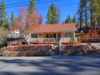 Big Bear Lake 3BR house near lake and ski slopes