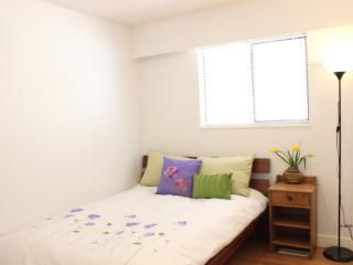 Lovely private bedroom in convenient area