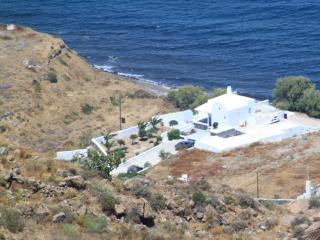 Santorini  summer-lovers villa unte for 6